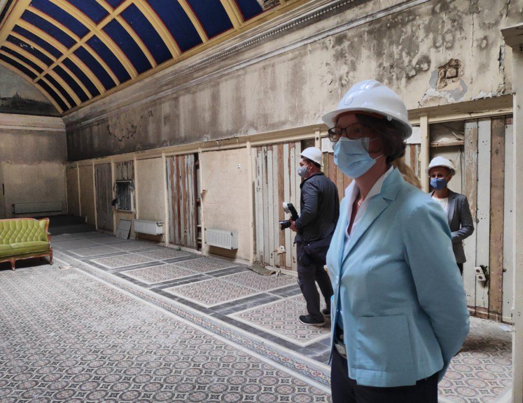 Ministerin Ina Scharrenbach zu Besuch bei den freischwimmern in Krefeld